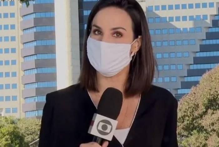 Flávia Alvarenga se confunde e internautas se divertem