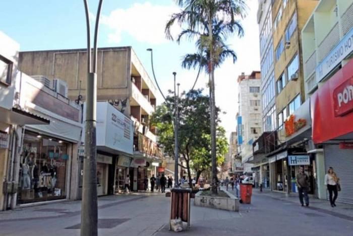 Maioria da lojas do Calçadão da Avenida Rui Barbosa, no Centro, permanecem fechadas