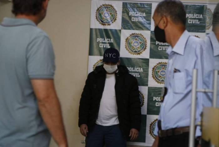 PM Rafael Gomes, do batalhão de Caxias, se entregou na DHC