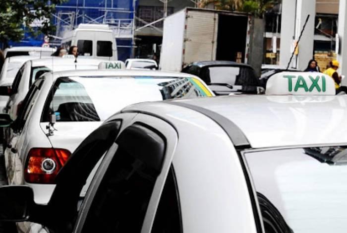 Polícia Civil não descarta a hipótese do taxista ter se ferido acidentalmente. Investigação continua durante a semana