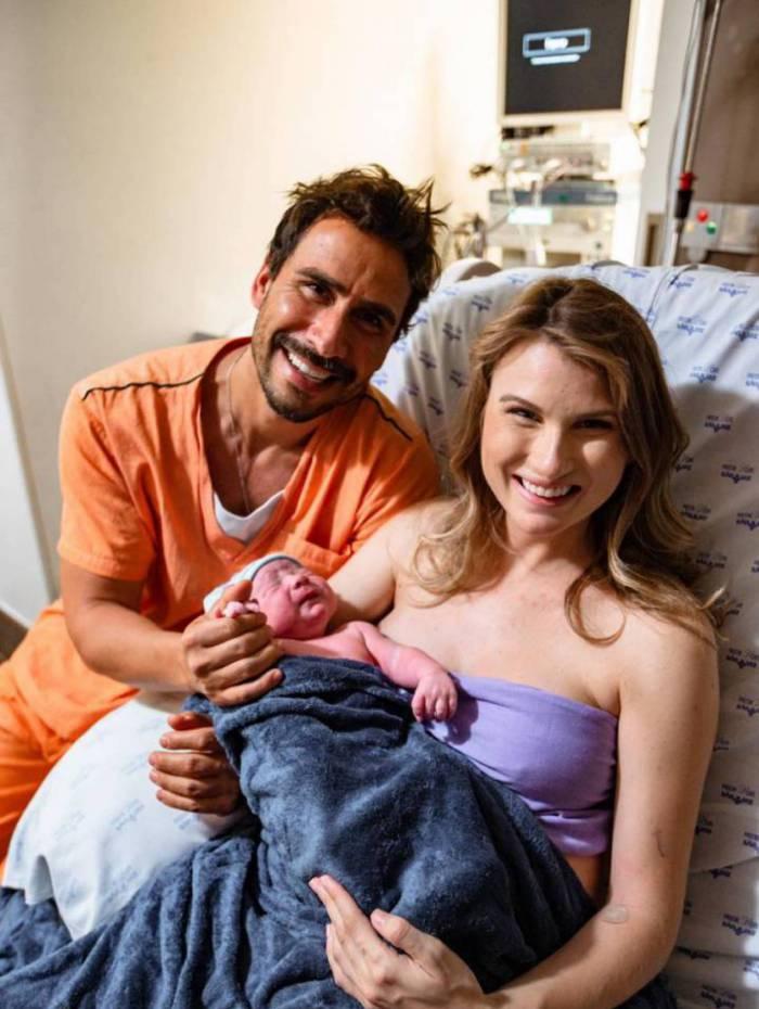 Nasce Eduardo, segundo filho de Julio Rocha, ator de 'Fina Estampa'