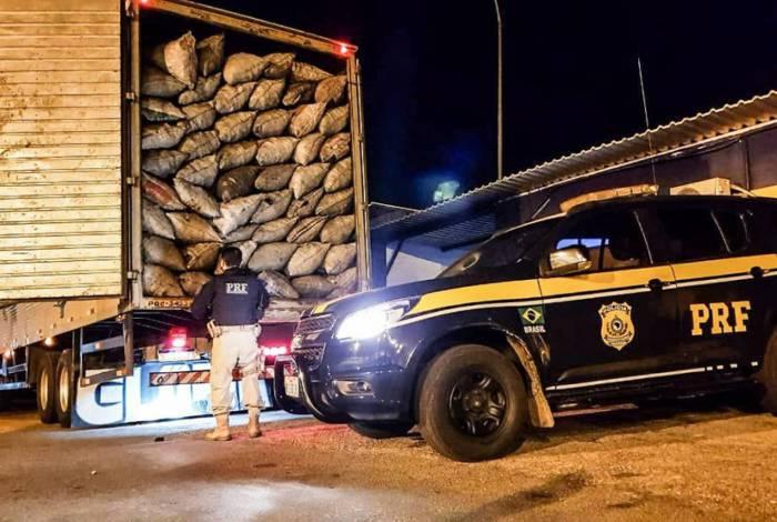 O veículo com a carga foi encaminhado para o posto de controle fiscal de Levy Gasparian