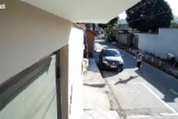 Câmera registra momento do tiroteio no bairro Dom Bosco em Volta Redonda