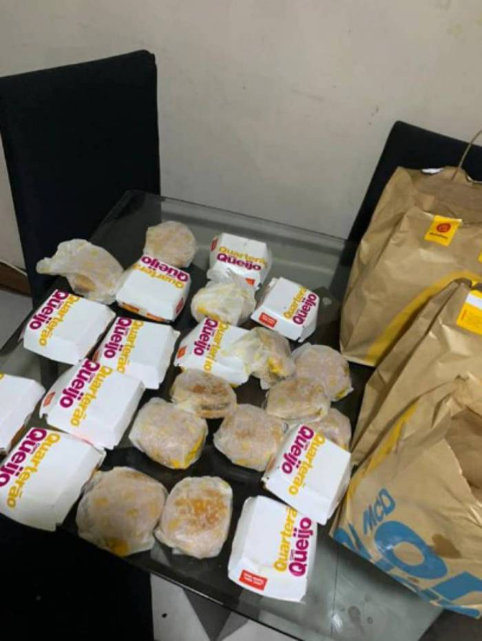 Criança compra 23 hambúrgueres do Mc Donald's pelo celular da mãe