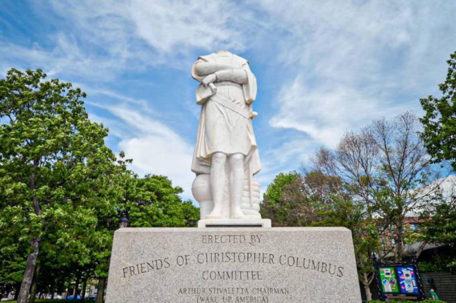 Estátua de Cristóvão Colombo é decapitada nos Estados Unidos O Dia - Mundo  & Ciência