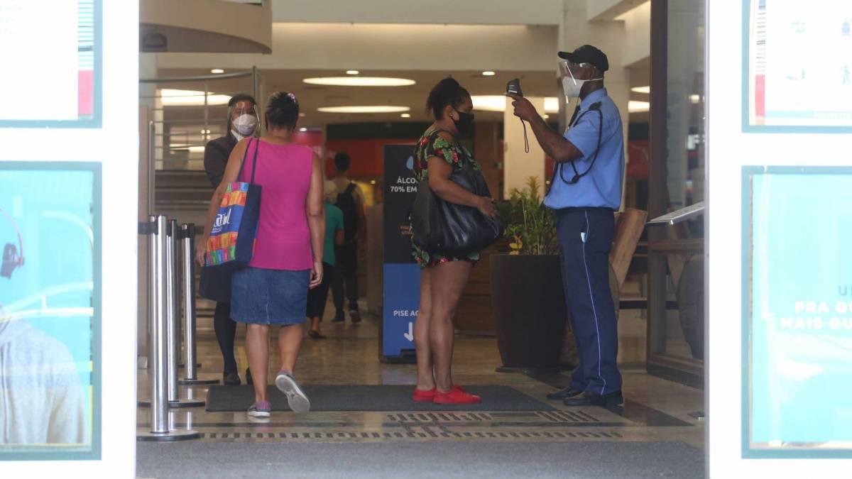 Entrada do Carioca Shopping, na Zona Norte do Rio