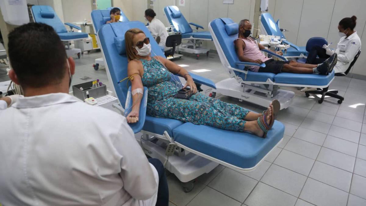 Doadores estiveram nesta sexta-feira no prédio do Hemorio, no Centro, para doar sangue