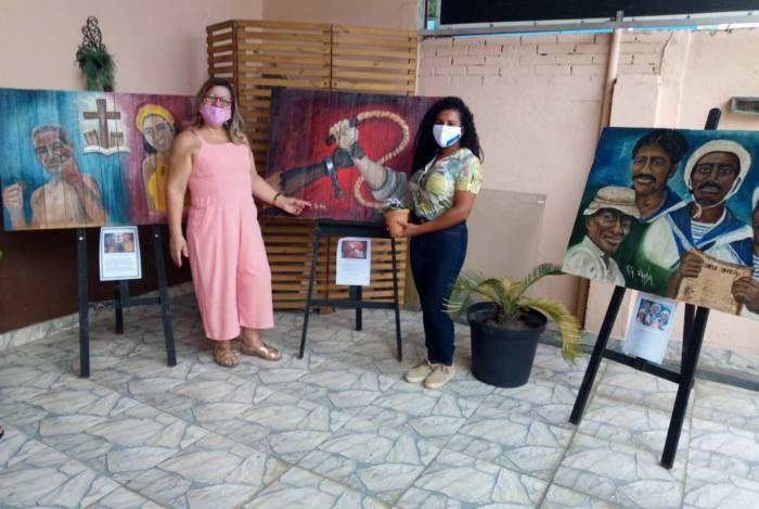 Rita Vianna e Ana Paula Rosa no ateliê em São João de Meriti