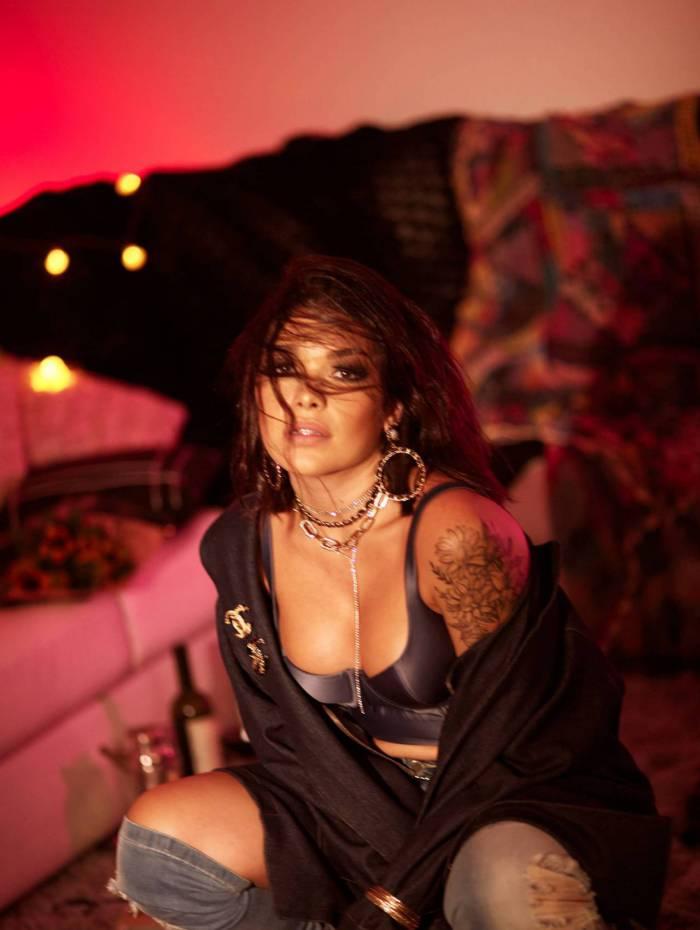 Cantora Lary lança single 'Eu vou contar pra ela', que teve como inspiração a experiência com relacionamentos tóxicos