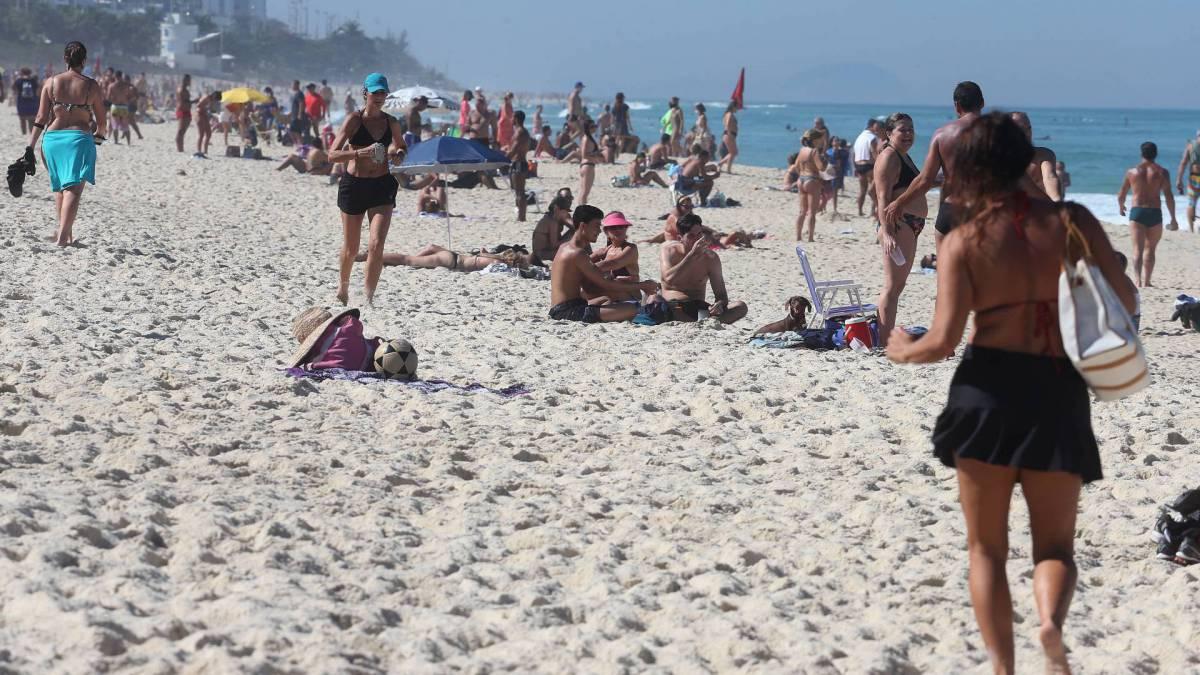 Praia da Barra lotada de banhistas