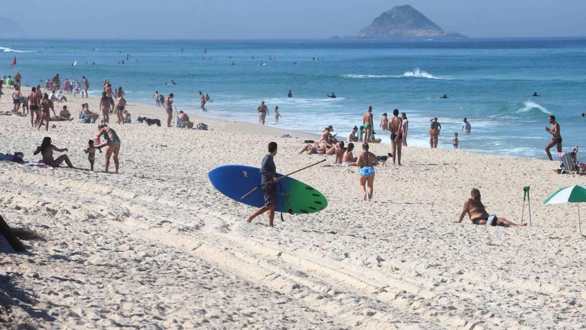 Praia da Barra lotada neste sábado
