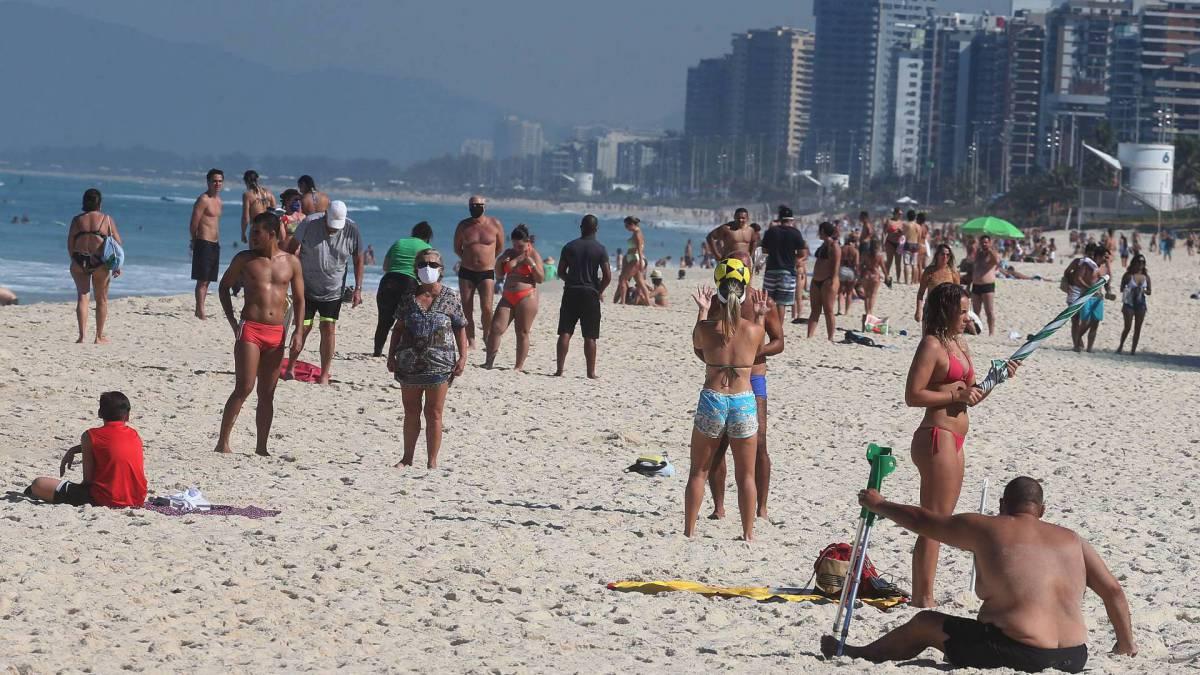 Praia lotada, na Barra