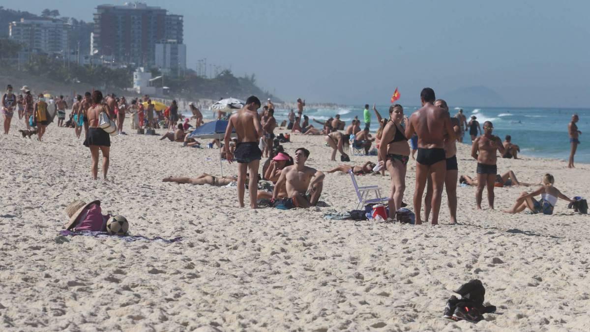 Praia lotada na Barra da Tijuca