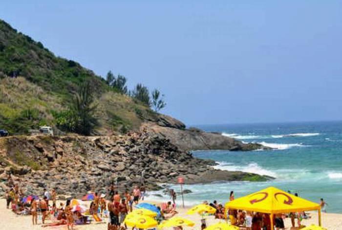Praia de Ponta Negra com aglomeração na Bandeira Laranja