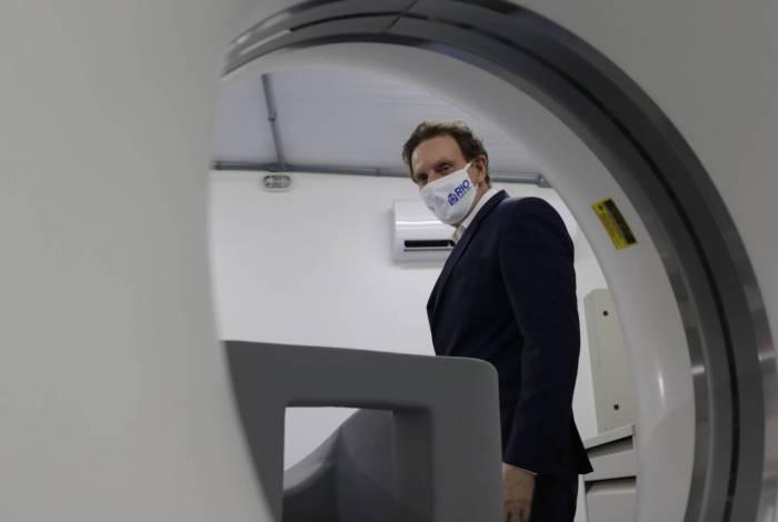 O prefeito Marcelo Crivella foi responsável pela entrega do aparelho de tomografia em Rio de Pedras