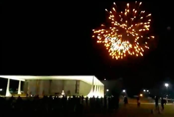 Ministros advertem que a lei será rigorosamente aplicada ao grupo que direcionou fogos de artifício ao Supremo