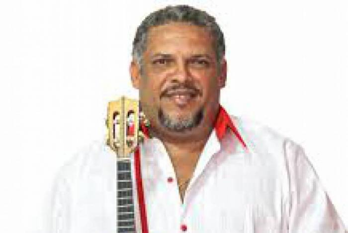 O cantor e compositor Claudinho Guimarães