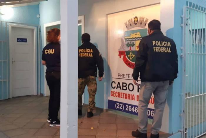 Cumprimento dos mandados na sede da Secretaria Municipal de Cabo Frio