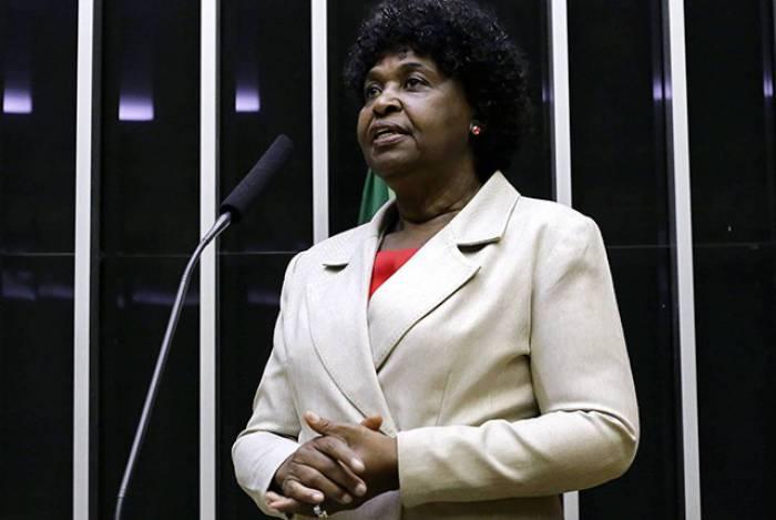 Benedita da Silva tem sido atacada nas redes sociais: racismo