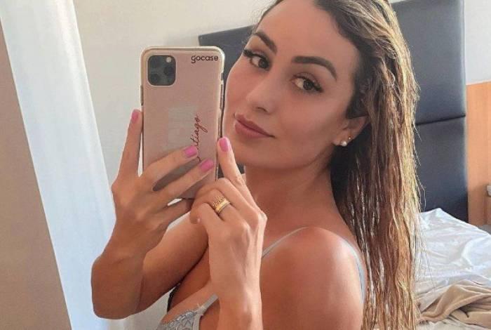 Letícia Santiago exibiu bumbum de R$ 20 mil