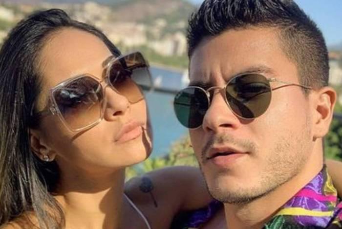 Mayra Cardi diz que Arthur Aguiar saiu de casa após dois meses de separação