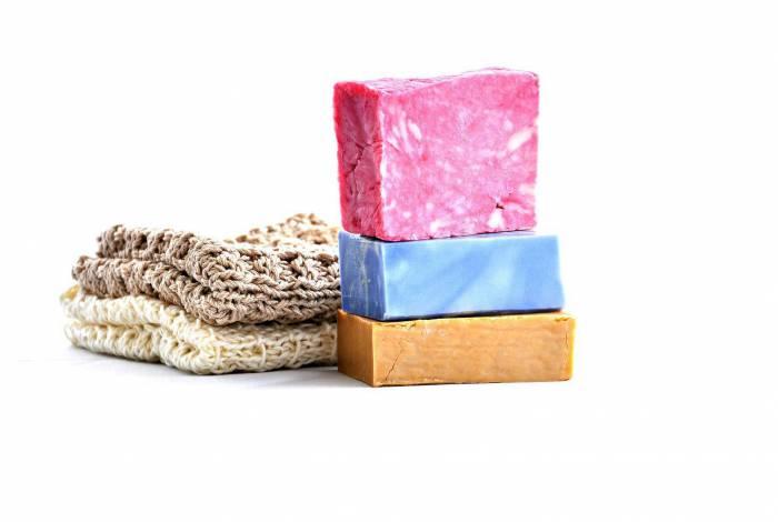 Shampoos sólidos podem ser uma boa opção e ainda ajudam a preservar a natureza