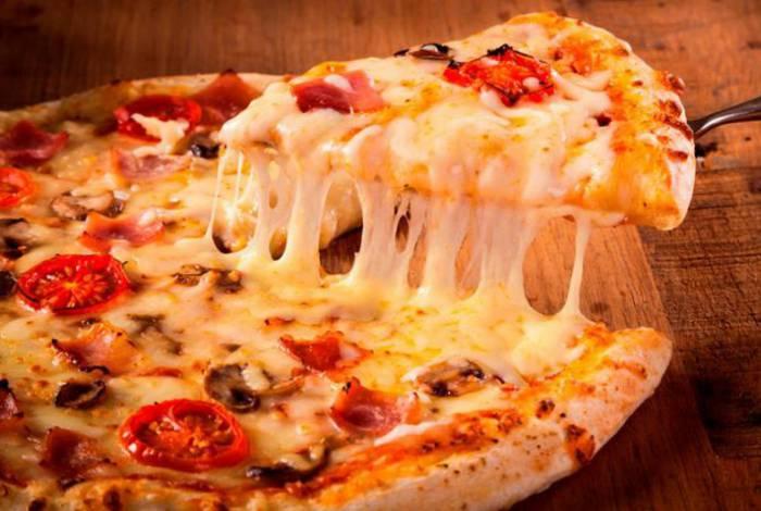 Homem recebe pizza todos os dias há anos: 'Não consigo dormir'