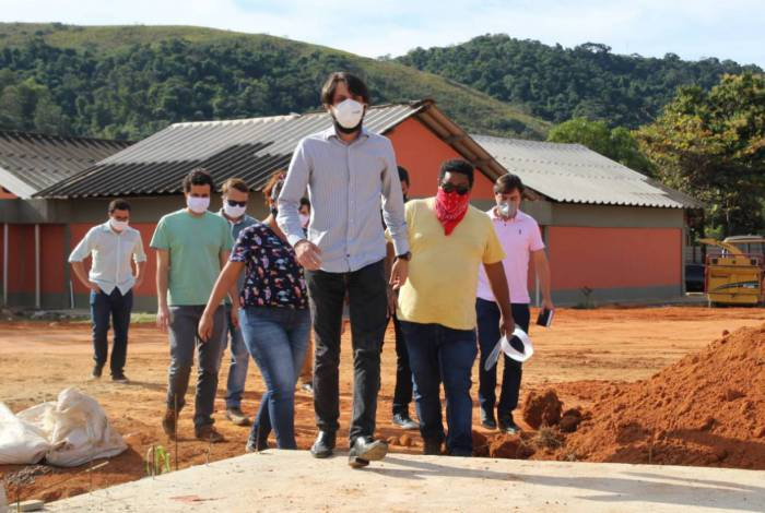 Samuca Silva visita obras do Jardim Botânico, na Ilha São João