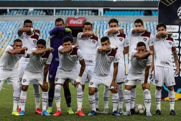 Jogadores do Fluminense fazem referência ao coronavírus