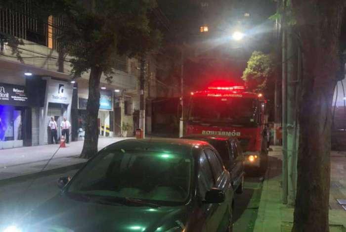 Os bombeiros foram recolher os corpos, na noite de quinta-feira