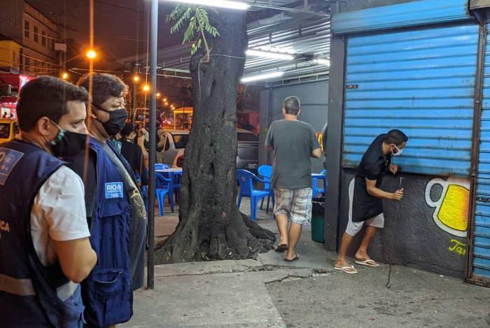 Prefeitura fecha 16 estabelecimentos em ação noturna no Ponto Chic