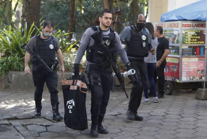 Policiais Civis da Delegacia de Homicídios da Capital e o Ministerio Publico realizaram operaçã nesta terça-feira
