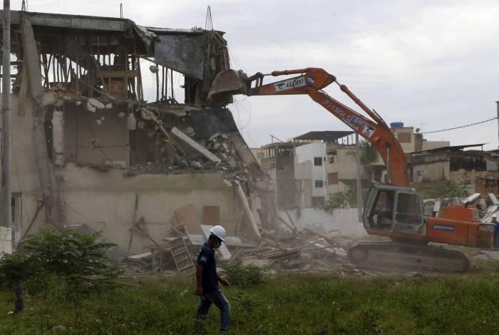 Ação da prefeitura na quarta-feira fez uma série de demolições de construções irregulares na Gardênia Azul