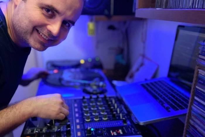Walker é um dos mais concorridos artistas do app Sound Club Live e se apresenta toda sexta-feira à noite