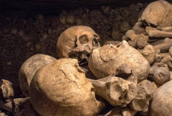 Crânios e restos mortais costumam ser roubados em sítios arqueológicos e cemitérios