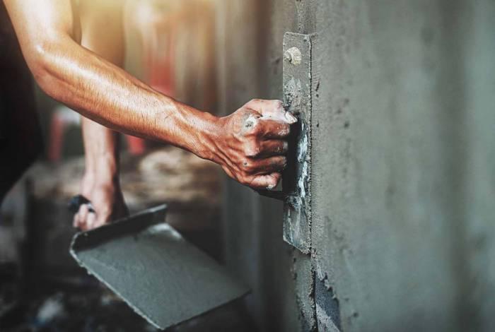 A autoconstrução (residencial e comercial) e as obras de empreendimentos respondem por, aproximadamente, 80% do consumo de cimento no país