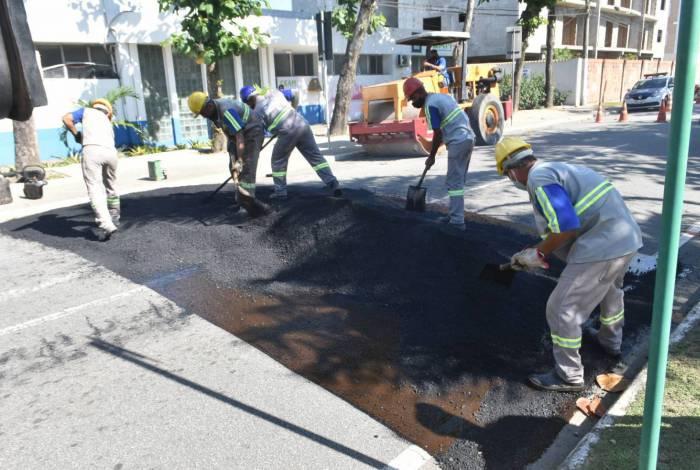 Foram instalados quebra-molas ao longo de toda Avenida Roberto Silveira, em Costazul