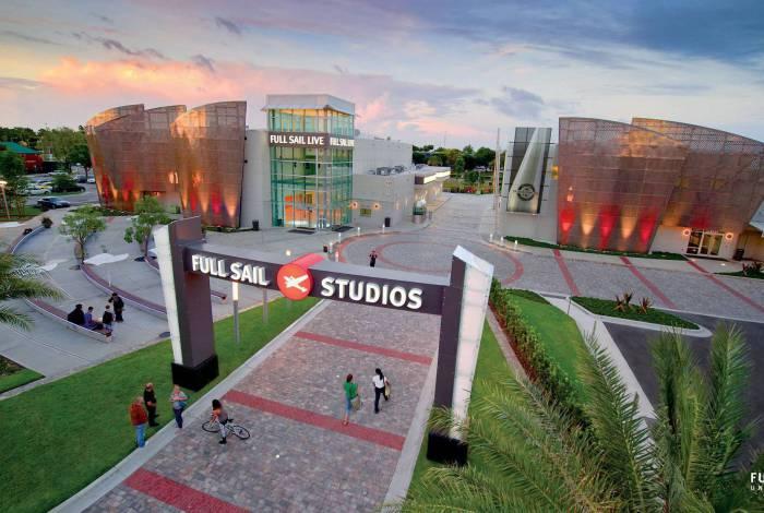 Localizada na Flórida, nos Estados Unidos, a Full Sail University oferece mais de 90 cursos voltados para as áreas de entretenimento, mídia, artes e tecnologia