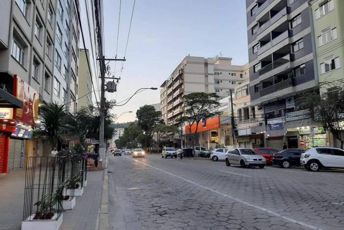 Avenida Alberto Braune, um dos principais centros comerciais de Nova Friburgo