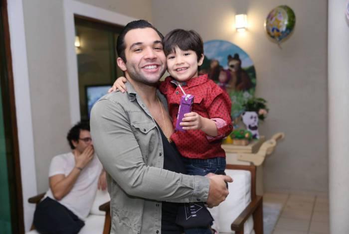 Jonathan Costa comemora aniversário de 4 anos do filho Salvatore