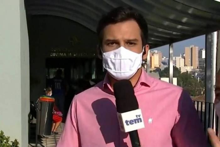 Mulher invade reportagem e grita: 'Isso é mentira'