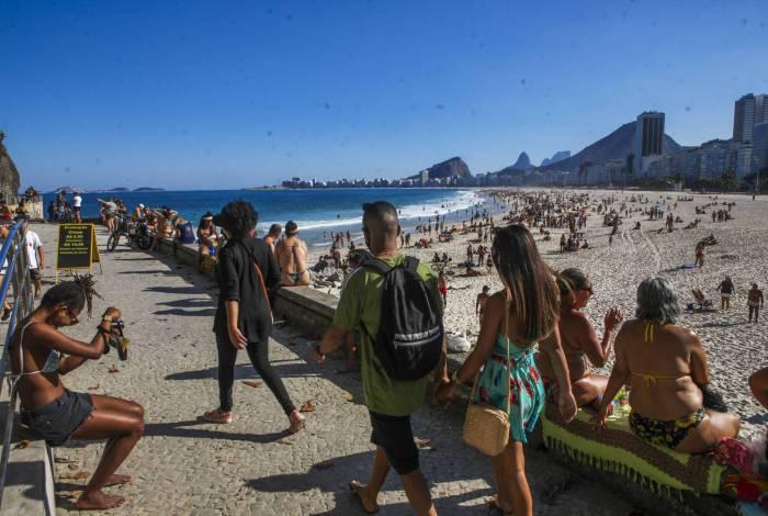 Apesar do contágio intenso do Coronavírus, praias do Rio de Janeiro continuam cheias