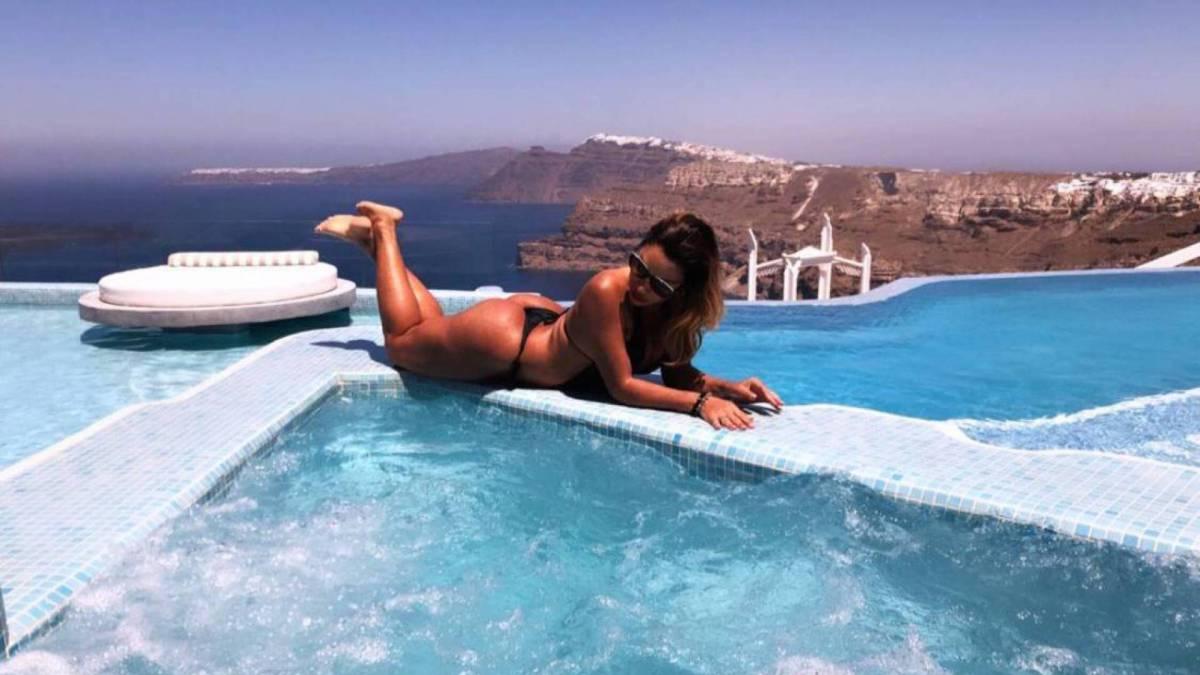 Ana Paula Evangelista curte férias na Grécia
