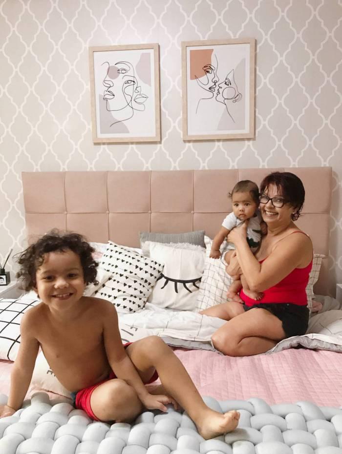 Edna Laranjeiras com os netos Otto, de apenas 3 meses e que nasceu durante o período da quarentena, e Bento de 4 anos