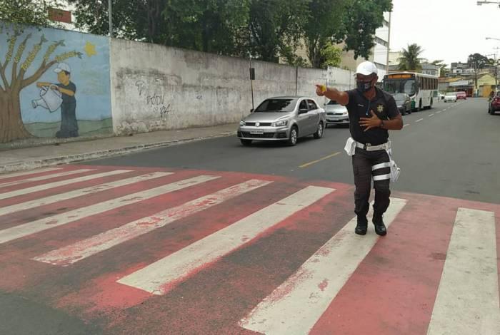 Agente da guarda municipal, Moab da Silva (49), chegou a ser transferido para outro posto mas a população pediu para que ele retornasse.