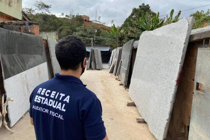 Operação Pedra Bruta tem como objetivo desarticular um esquema de distribuição de pedra mármore e granito com nota fiscal irregular