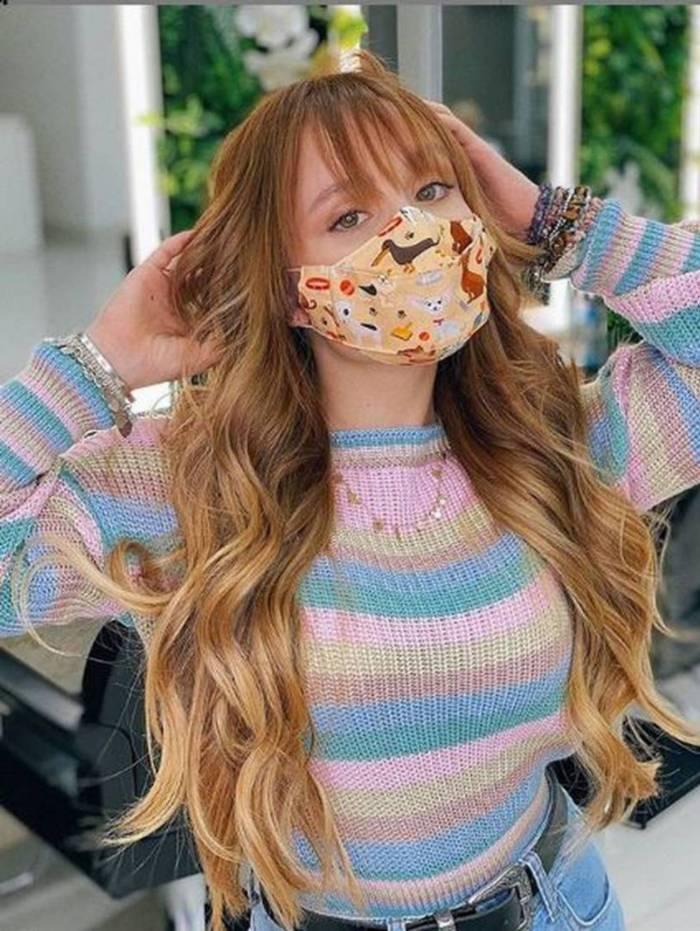 Larissa Manoela coloca megahair: 'apaixonada nesse cabelo'