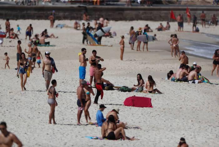 As praias da Zona Sul não ficaram tão cheias. Há quem insista em ficar na areia, apesar da proibição