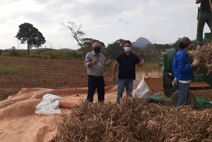 Em Cantagalo, técnicos da Secretaria, foram acompanhados pelo secretário Nestor Prado Júnior e pelo diretor do Departamento Agropecuário, Edgar Rodrigues