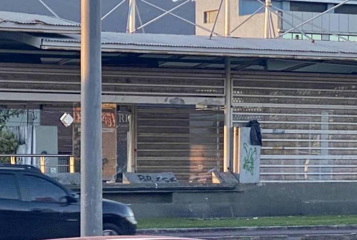 Estação Benvindo de Moraes: total abandono. Consórcio BRT nega